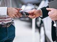 Faire le choix d'une voiture pour un chauffeur VTC : location ou achat ?